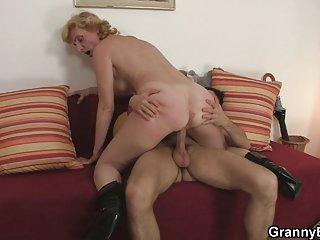 Бесплатные длинные порно клипы блондинка бабушка прыгает на любителя выс