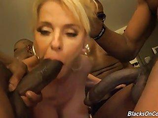 Свободный человек порно видео бабуля трахается с неграми Любительское выставок