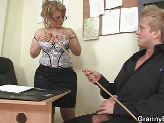 Бесплатное онлайн беременные порно видео зрелая начальница офиса делает любитель женских моделей ню