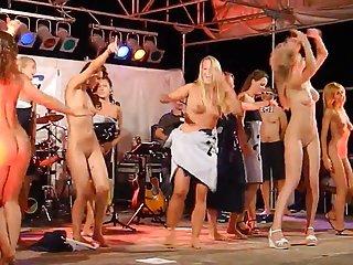 Бесплатно Пэрис Хилтон онлайн порно видео женщины танцуют голыми на Любительское фемдом