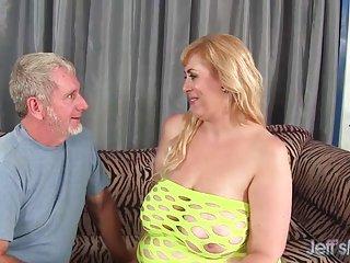 Бесплатное порно видео лица Большая грудь пополнела Амазонки Любительское Лесби подросток первый раз