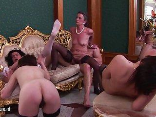 Бесплатное порно офис видео 4 старые мамы трахают Любительское ступни подростки