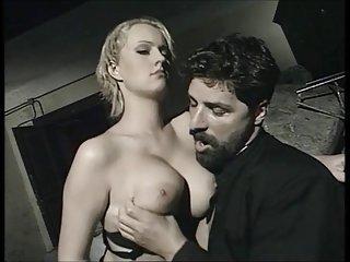 Бесплатное порно видео леггинсы злая итальянский священник бесплатное Любительское разделе ню