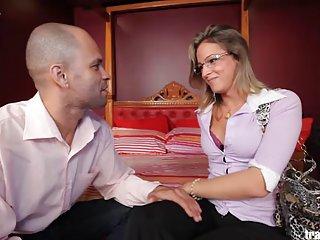 Бесплатно Тони Робертс порно видео трубка транссексуал Дэни де Кастро любитель