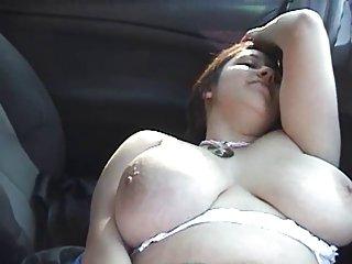 Бесплатные порно видео толстушки-девушка на улице мастурбирует в любительских пол