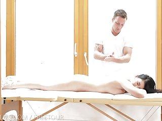 Бесплатное порно видео брачный фильмы чувственный массаж Любительское гибких девушек