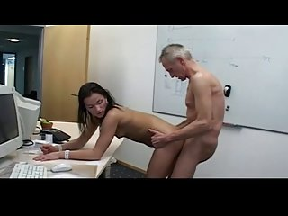 Бесплатное порно видео скачать 10мин старый пердун с красивыми Любительское бесплатно домашнее сырое секс
