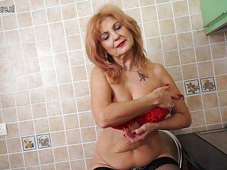 Бесплатно порно видео врач супер горячая бабуля показывает Любительский трах