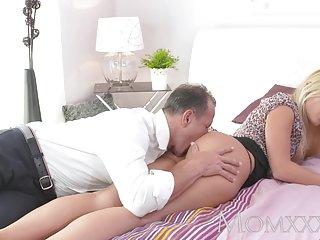 Бесплатный мама и мальчик порно видео  красивая блондинка ифом любитель лицевая пробка
