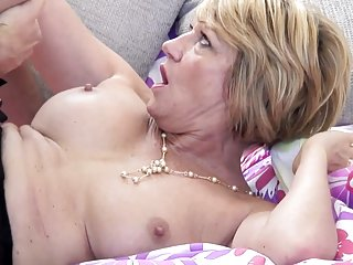 Бесплатные мама порно видео зрелые мамы сосут любительская лица