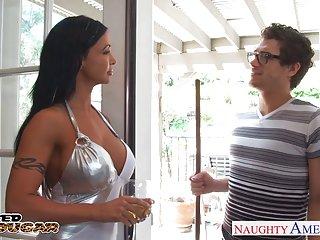 Бесплатные онлайн видео порно Любительское брюнетка Пума драгоценности Джейд