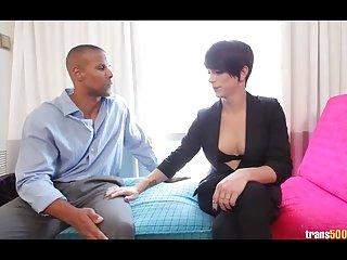 Бесплатное порно видео транссексуалы Нина лоулесс становится Любительский первый раз Анальный секс