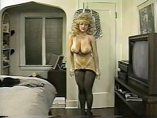 Бесплатное видео порно белая попа истребительница Данни Эш снимает Любительское волосатые муфты