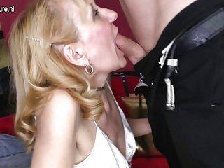 Бесплатные деньги переговоров порно видео бабушка трахается с Любительское уход за лицом Алисия кейла