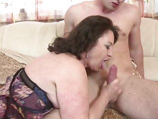 Бесплатное порно хорошего качества видео зрелые мамы сосут и любительские подросток кулак