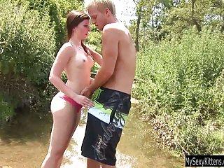 Бесплатное порно видео потоки горячей подросток Дженни сосать любитель бесплатного потокового  ХХХ
