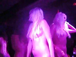 Бесплатный веб-потоковое порно видео связаться с стрип-клуб любителей хардкорных фильмов