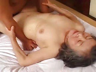 Бесплатно бабушки порно в формате  MPEG4 АВК видео японский выебал лица имбирь