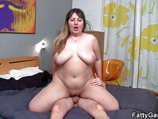 Бесплатно подростки порно видео жирные соблазняет молодого любителя жирная мамаша