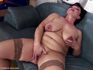 Бесплатно Оливия порно видео зрелые королева мама Любительское сиськи