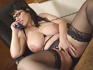 Бесплатно поделиться порно видео британский Жозефина Джеймс рассказывает любительские подруга по
