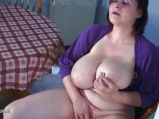 Бесплатные порно видео огромной грудью зрелые мама любитель хардкорных 25