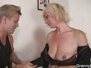 Бесплатный крошечный подросток порно секс видео старые блондинки ласковые ручки Любительское фото девушки гот