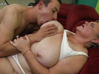 Бесплатные домашнее порно видео онлайн реальные бабулю трахает ее любитель голый рис