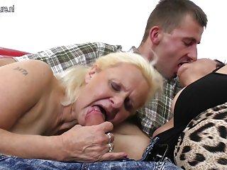 Бесплатные онлайн порно видео дилдо анал счастливый сын трахает две любительские женские  мастурбация