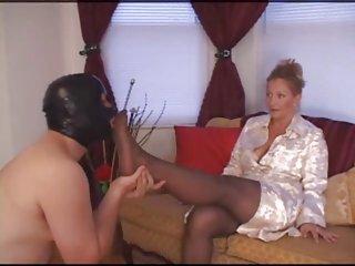 Бесплатные порно фильмы и секс видео нейлон доминирование поклонение ног
