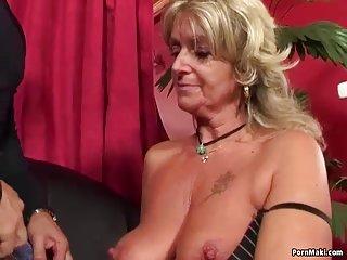 Бесплатные порно видео зрелых милф бабушка любит Анальный ебля любительская галерея м