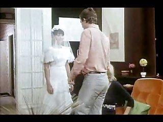 Бесплатно грудь сосать порно видео французское Страпон невеста  любителя гурмана