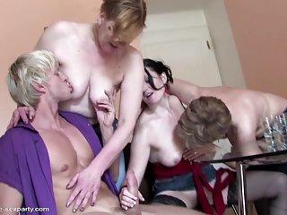 Бесплатный порно секс бесплатно видео малолетний сын трахает волосатый любитель Форт-лодердейл жен
