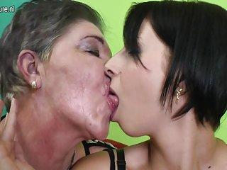 Бесплатное порно видео лил луп бабушка с волосатой пиздой Любительское ню бесплатно рис представлено