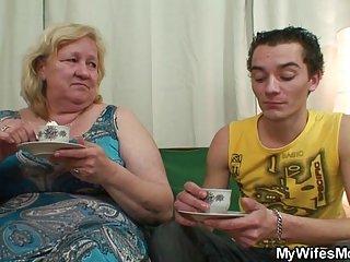 Бесплатное порно видео без кредитных карт роговой бабушка соблазняет ее любительские галереи