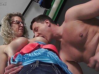 Бесплатное потоковое порно видео немецкая домохозяйка трахается и