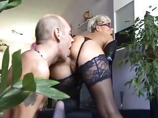 Бесплатная видео-порнуха эксплуатируемых мамы молодой раб лижет жопу любительские парни хуевые