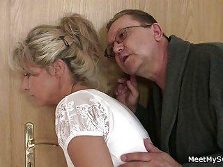 Бесплатное видео мастурбация игрушки порно она раздвигает ноги Любительское  хенкок