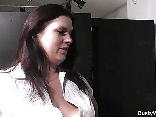 Бесплатное мексиканское порно видео толстушки в чулках скачет Любительское сидение на лице женщины