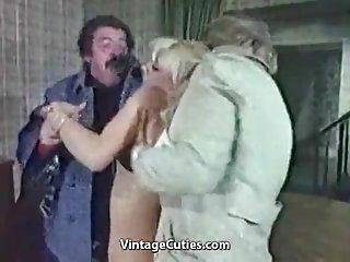 Бесплатно карлицы порно видео клип блондинка распутная действительно унижают