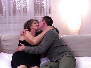 Бесплатный онлайн 3д порно видео старые волосатые бабули сосут Любительское жопу бесплатно