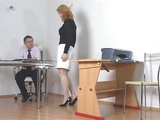 Бесплатные онлайн порно видео черный член студенческого непослушных наказывают