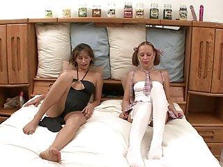 Бесплатное порно видео медвежат распутная взаимной лесбиянки мастурбация