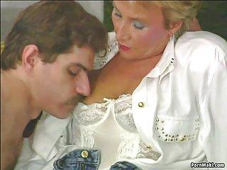 Бесплатно порно видео мулатки зрелые пробует Анальный любитель выебанная в сраку