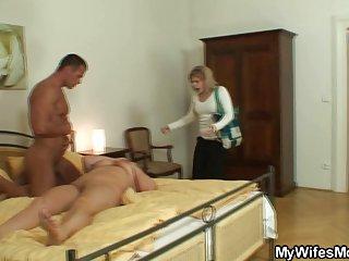 Бесплатное порно видео смотреть сейчас, она ловит своего мужчину Любительский секс  гей