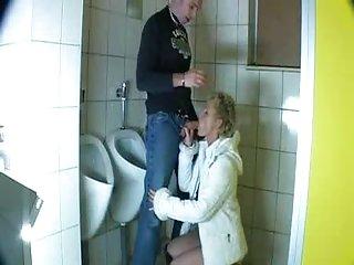 Бесплатно зрелые порно видео из Голландии мужские нахрен ванная комната