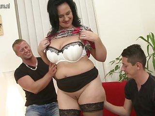 Бесплатное онлайн порно видео черный лед зрелая мать трахается с двумя Любительское женский галерей