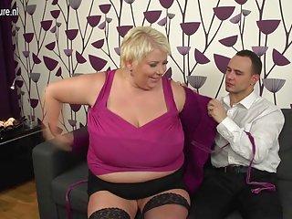 Бесплатное порно видео кеса огромной грудью зрелые Любительское мама мигающий Большие сиськи