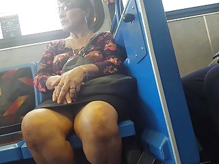 Бесплатные порно видео милф ножки на автобусе Любительское бесплатное  палец
