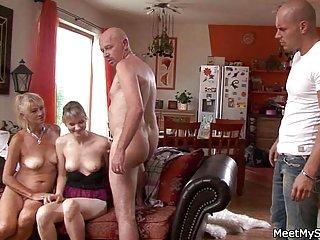 Скачать крошечные сиськи порно видео старая мама и папа Любительское готы оргия